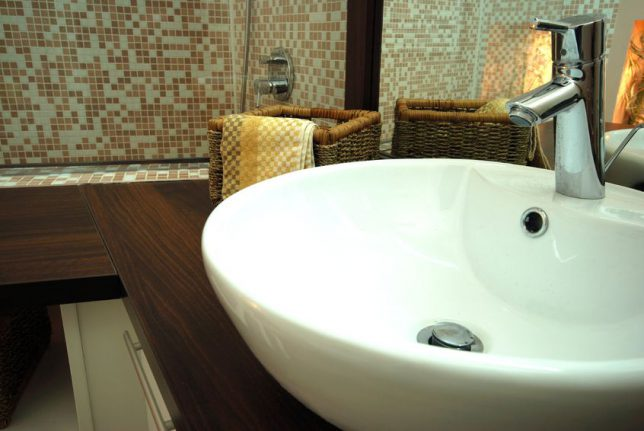Time For Bathroom Remodeling? Tips For Choosing Fixtures